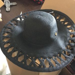 New AV Collapsible floppy Hat - Light & airy